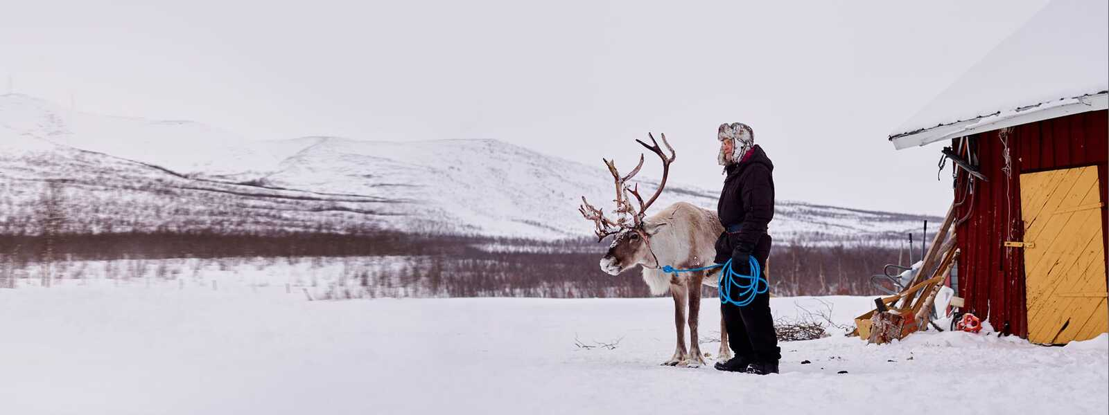 Ake and his reindeer in front of his in house in Naimakka